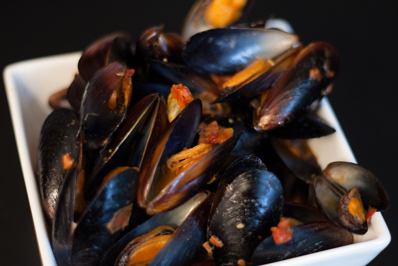 Kate Style Petite, Food Friday, Mussels, Tomato Sauce